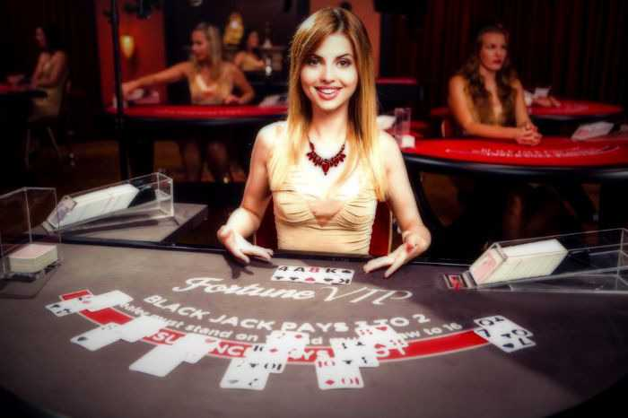 Choosing between lottery, slots and live poker games